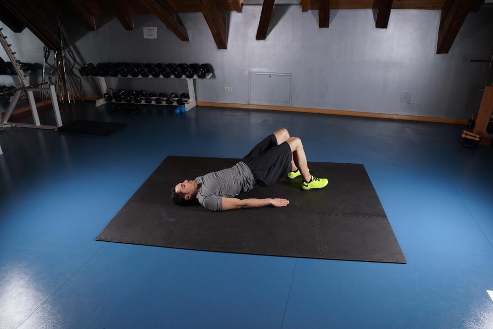 Einfache Rücken und Bauchübungen für zu Hause